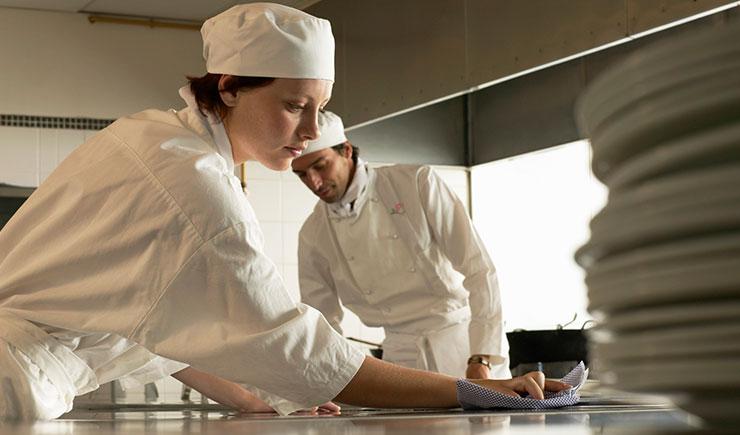 Αποτέλεσμα εικόνας για ζητειται γυναικα για κουζινα